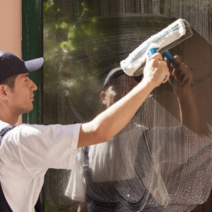 nettoyage des vitres nettoyage professionnel de vos vitres avec sens propret draguignan 83. Black Bedroom Furniture Sets. Home Design Ideas